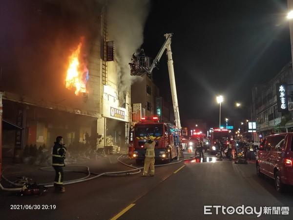 台湾彰化一防疫旅馆发生大火 28人等待救援