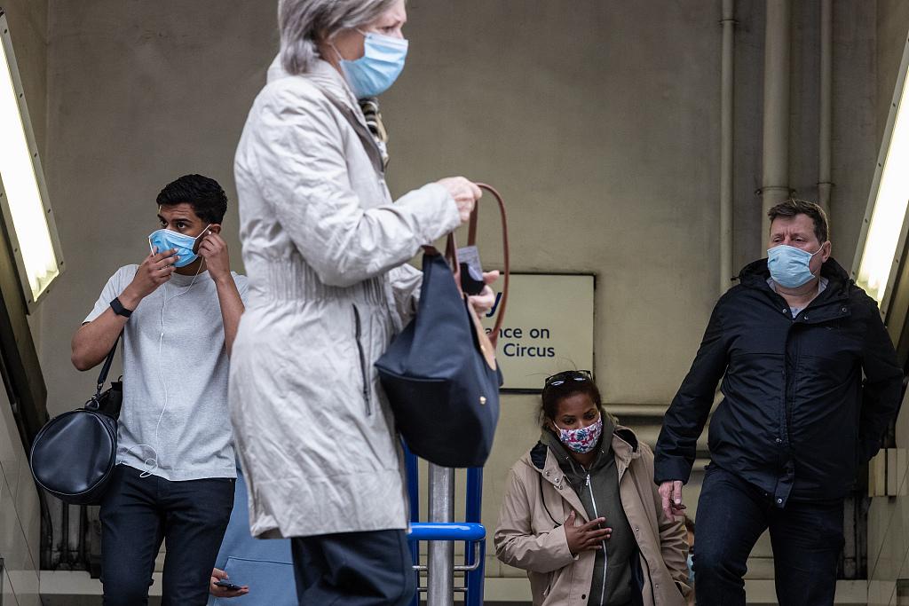英格兰19日起将不再强制户外佩戴口罩