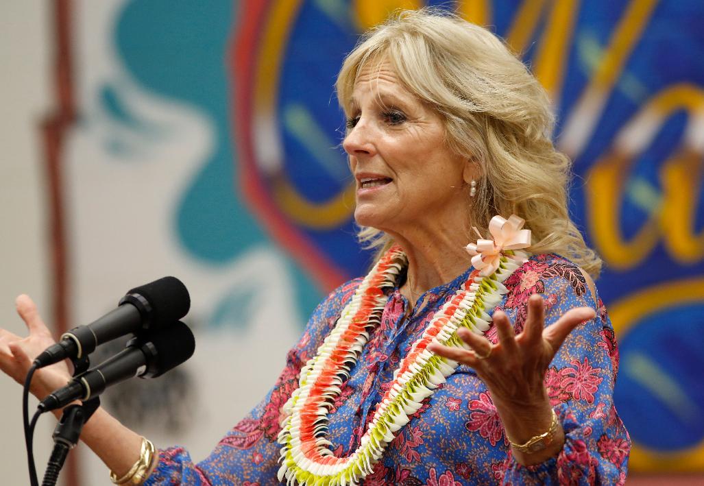 美国第一夫人吉尔·拜登在夏威夷发表讲话。