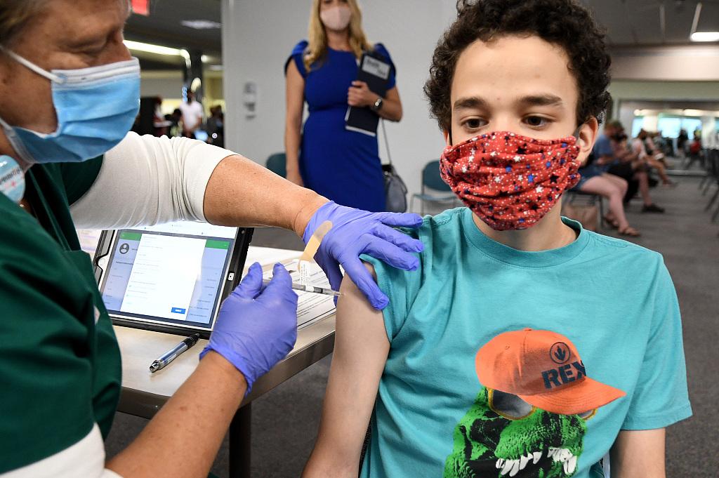 美国青少年接种新冠疫苗(资料图)