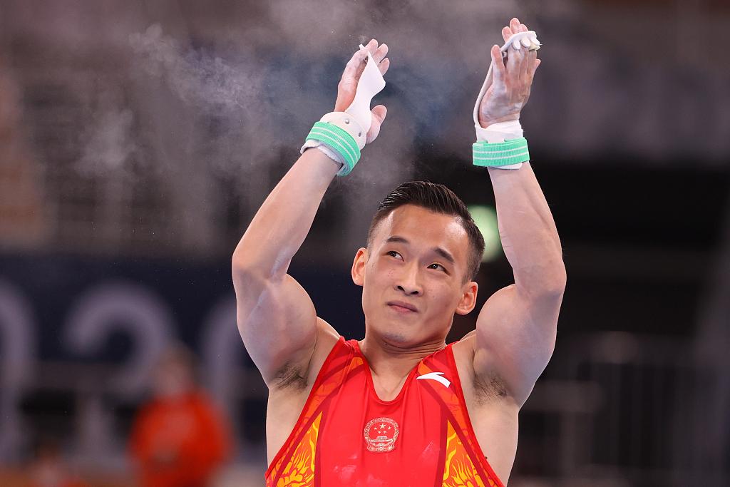 中国体操选手肖若腾在东京参加比赛