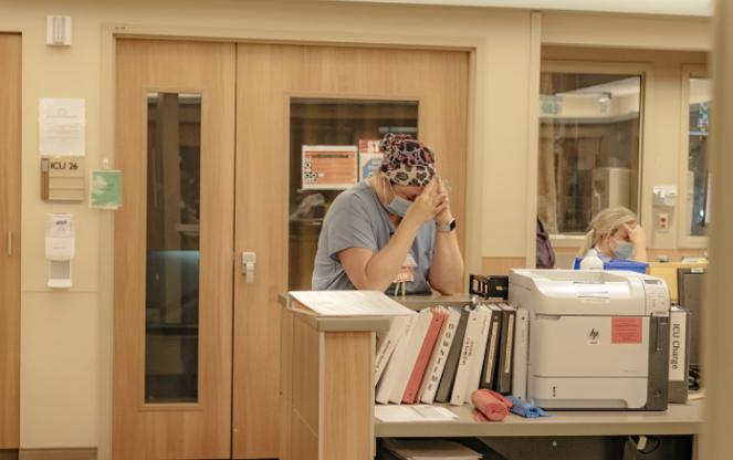 图为美国一家医院内景。