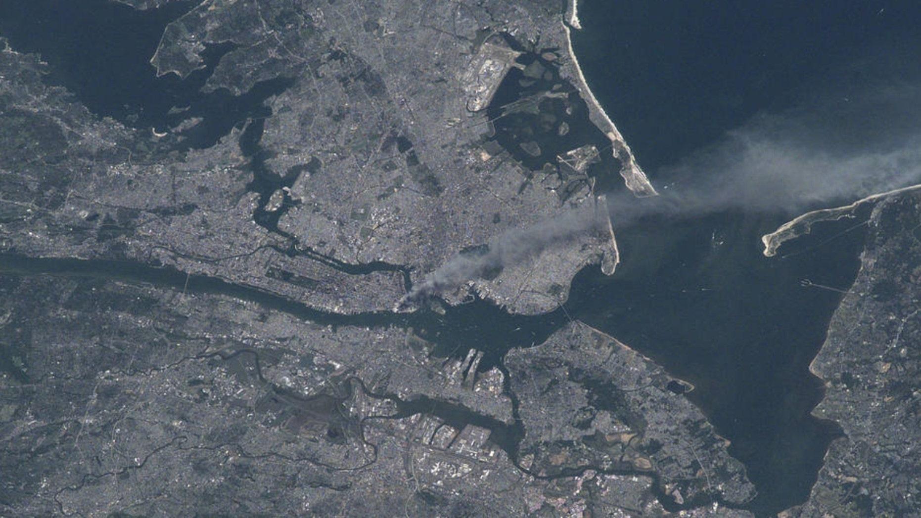 "NASA公布的有关""9·11""事件的卫星图像。"