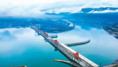 三峡水库在下游进入枯水期时,实施生态补水。图为三峡大坝。郑 坤摄(人民图片)