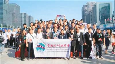 2017年10月29日,谢崇通(第一排左四)参加第十六届中国国际公共安全博览会。受访者供图