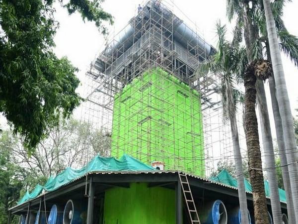 正在建造中的空气净化塔