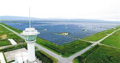 位于青海省海南藏族自治州共和县的龙羊峡水光互补光伏电站。国家电投黄河公司供图