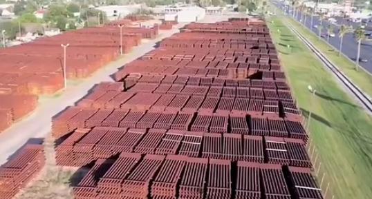 价值超1亿美元美墨边境墙材料被废弃 上万块钢板生锈